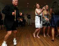 Mamaroneck (N.Y.) baseball players attend special prom thanks to coach, New York Yankees