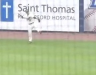 VIDEO: Tennessee outfielder Tyler Shamblin pulls in incredible catch, celebrates with sick white guy dance moves