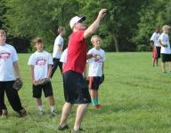 Hands-on Reds outfielder Bruce brings MLB to youth camp