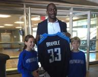 Baylor Bramble receives jersey from Titans
