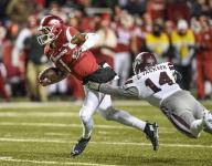 Bulldogs edge Hogs on blocked field goal