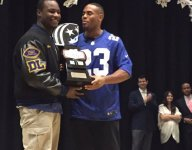 Giants RB Rashad Jennings presents Long Island football player Chukwuma Ukwu with Heart of a Giant award