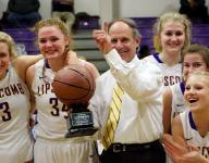 Smith 'blessed' to earn 900th hoops coaching win