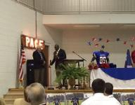Emmitt Smith honors Mickey Lindsey at Pace banquet