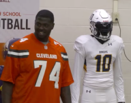 Robert Griffin III plays mannequin to stun Ohio high school team