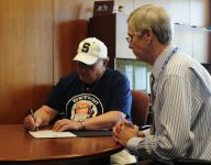 Tiger at last: Robinette, 80, signs with Detroit