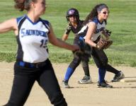 Cassidy Montes leads Saunders in first round win