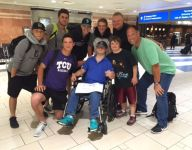 Former MLB star Luis Gonzalez, son Jacob aid man with Down syndrome on flight home from baseball tournament