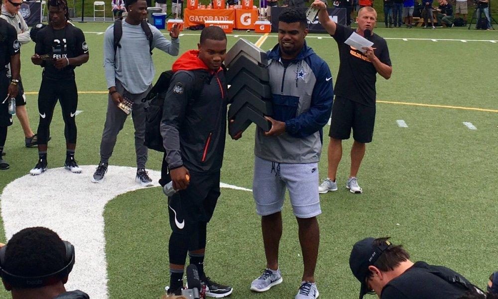 Nike Football Ratings champion J.K. Dobbins receives the trophy from Cowboys running back Ezekiel Elliot (Photo: Twitter)