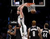4 year, $52 million deal for oldest Plumlee brother