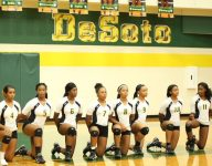 VIDEO: Texas girls volleyball team latest to kneel for national anthem