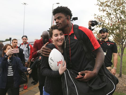Teen With Cancer Fulfills Wish To Meet Louisville Quarterback Lamar Jackson Usa Today High School Sports