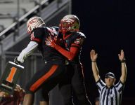 Sexton holds on to beat Everett, stays in playoff hunt