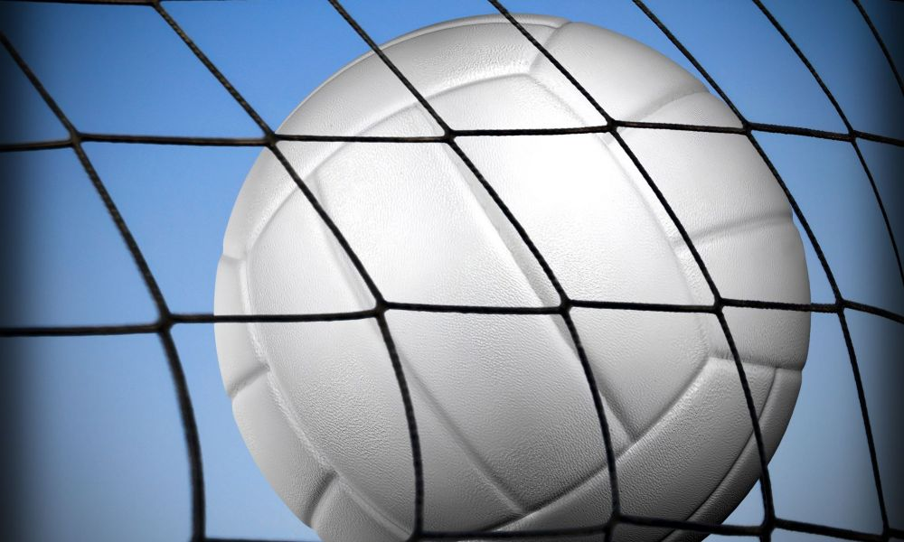 Ind. volleyball coach accused of sending nude photographs