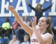 Roundup: Sacred Heart wins late on the road