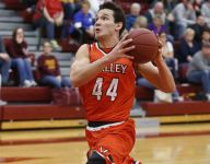 Curry returns as Valley escapes Ankeny with sixth straight win