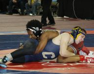 Detroit Mumford's Kemonte Simons reaches wrestling semifinals