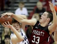 Nate DeYoung stands tall for Xavier