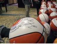 McDonald's All Americans show off their autograph style