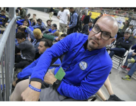 VIDEO: Injured Fla. principal keeps promise, sees wrestling team win state title