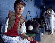 One-armed Tennessee middle school catcher is inspiring to watch