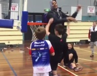 VIDEO: Top NBA draft prospect Markelle Fultz swats youth players at the hoop