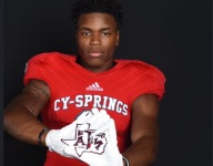 Four-star Texas A&M recruit Leon O'Neal Jr. reverses course, says he will stand with teammates for anthem