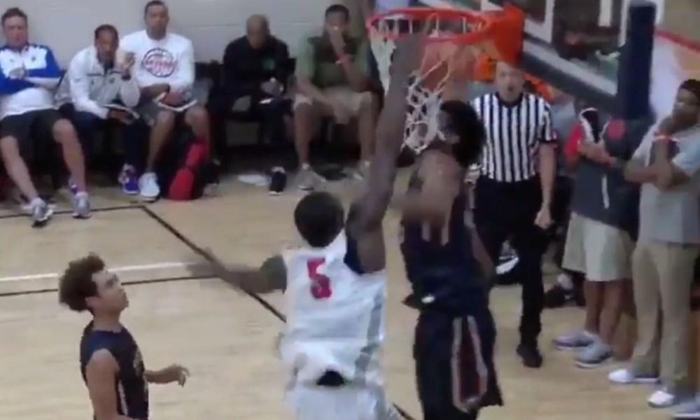 Emmitt Williams dunks on Marvin Bagley III at the Nike EYBL Peach Jam (Photo: Twitter screen shot)
