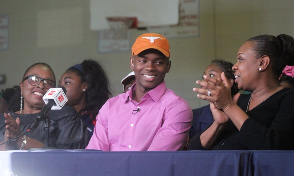 Anthony Cook committed to Texas (Photo: @EJHolland247/Twitter screen shot)