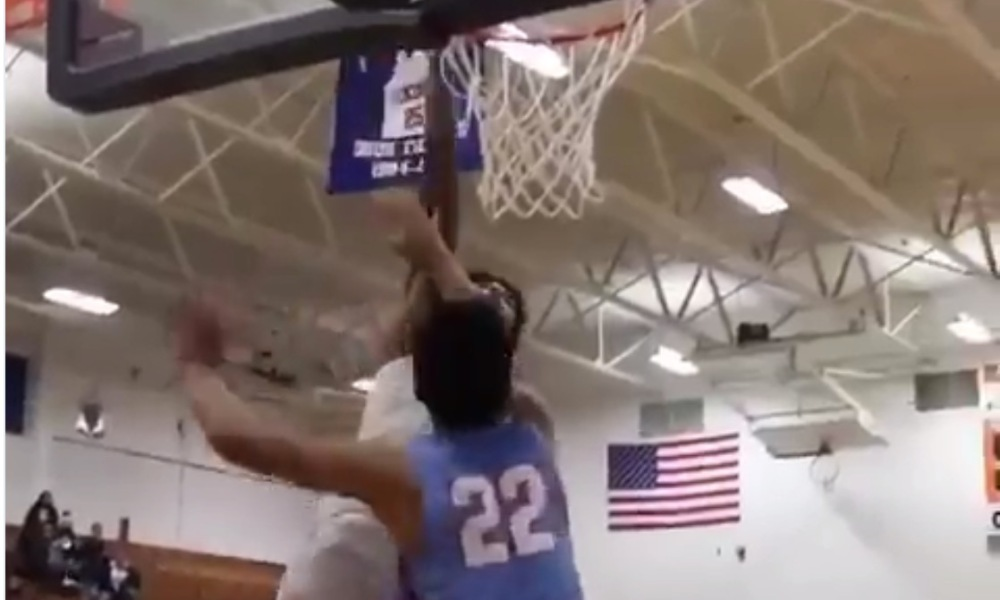 Kevin Porter Jr. dunks over a Chief Sealth defender (Photo: @awproductions/Instagram)