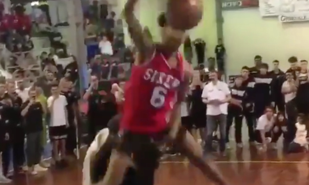 Taevion Kinsey of Eastmoor Academy in Columbus dunked over a pair of 7-footers (Photo: @overtime/Twitter screen shot)