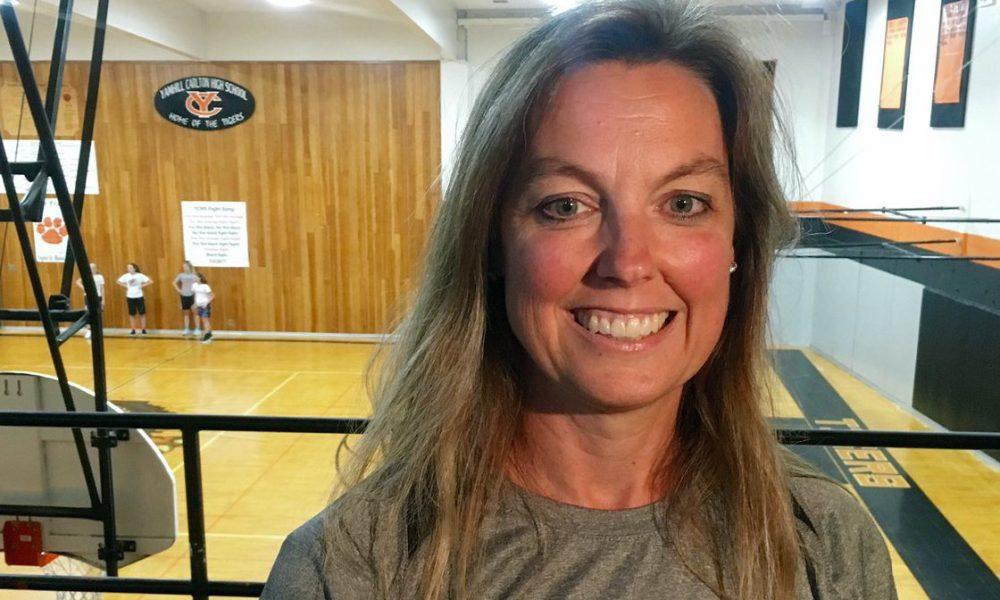 Heather Roberts, the Yamhill-Carlton boys basketball coach Photo: @KCookKGW/Twitter screen shot