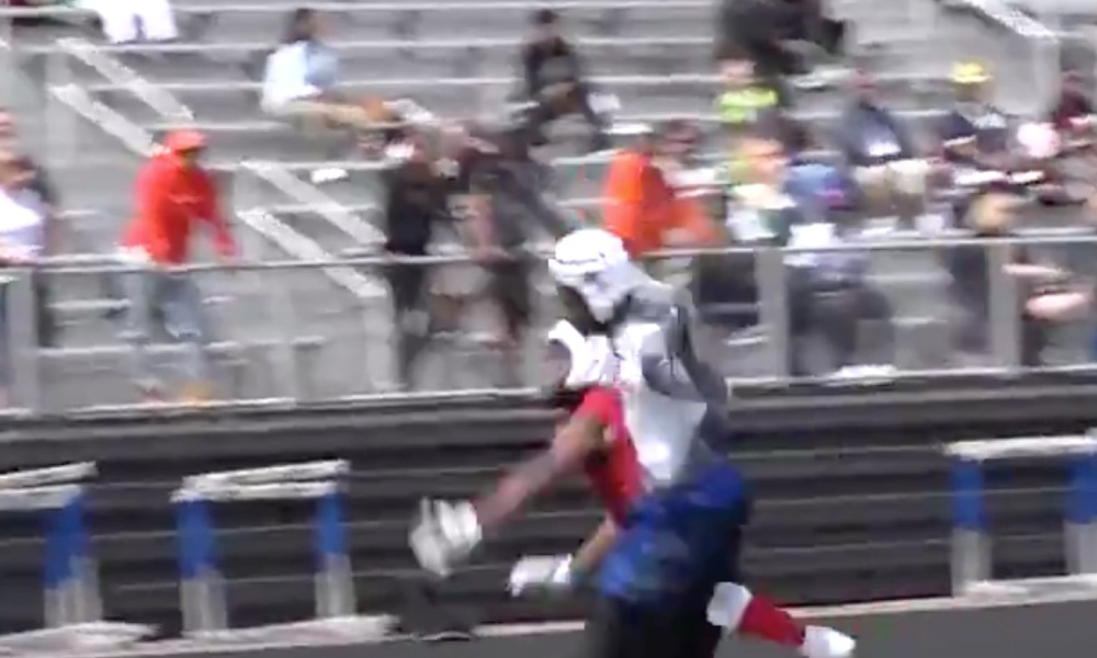 Aliquippa wide receiver Will Gipson somehow pulled down a one-handed reception during the Rivals.com Three Stripe Camp (Photo: @Rivals.com/Twitter screen shot)