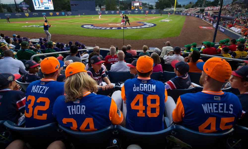 Mets starting pitchers watch the 2018 Little League Classic from the stands (Photo: USA TODAY Sports)