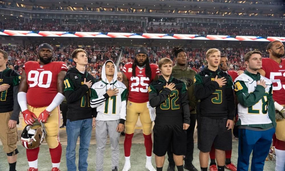 The Paradise football team alongside the 49ers on Monday Night (Photo: USA TODAY Sports)