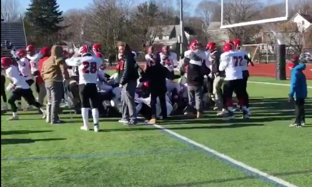 Winchester earned a Thanksgiving Day victory over rival Woburn on a touchdown run in the second overtime (Photo: @SRO_Perenick/Twitter screen shot)