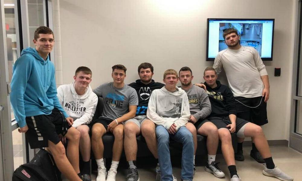 The Floyd County players who quit because of their basketball coach (Photo: @daltonboyd21/Twitter)