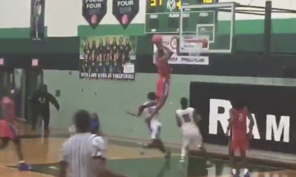 Jahmius Ramsey throws down a wild self-assisted dunk for Duncanville (Photo: @overtime/Twitter)