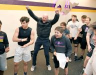 VIDEO: Trent Dilfer fires up new high school football players with 125-pound one-arm press