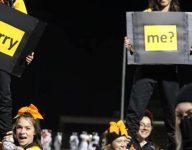 Texas high school cheerleaders help proposal for their coach
