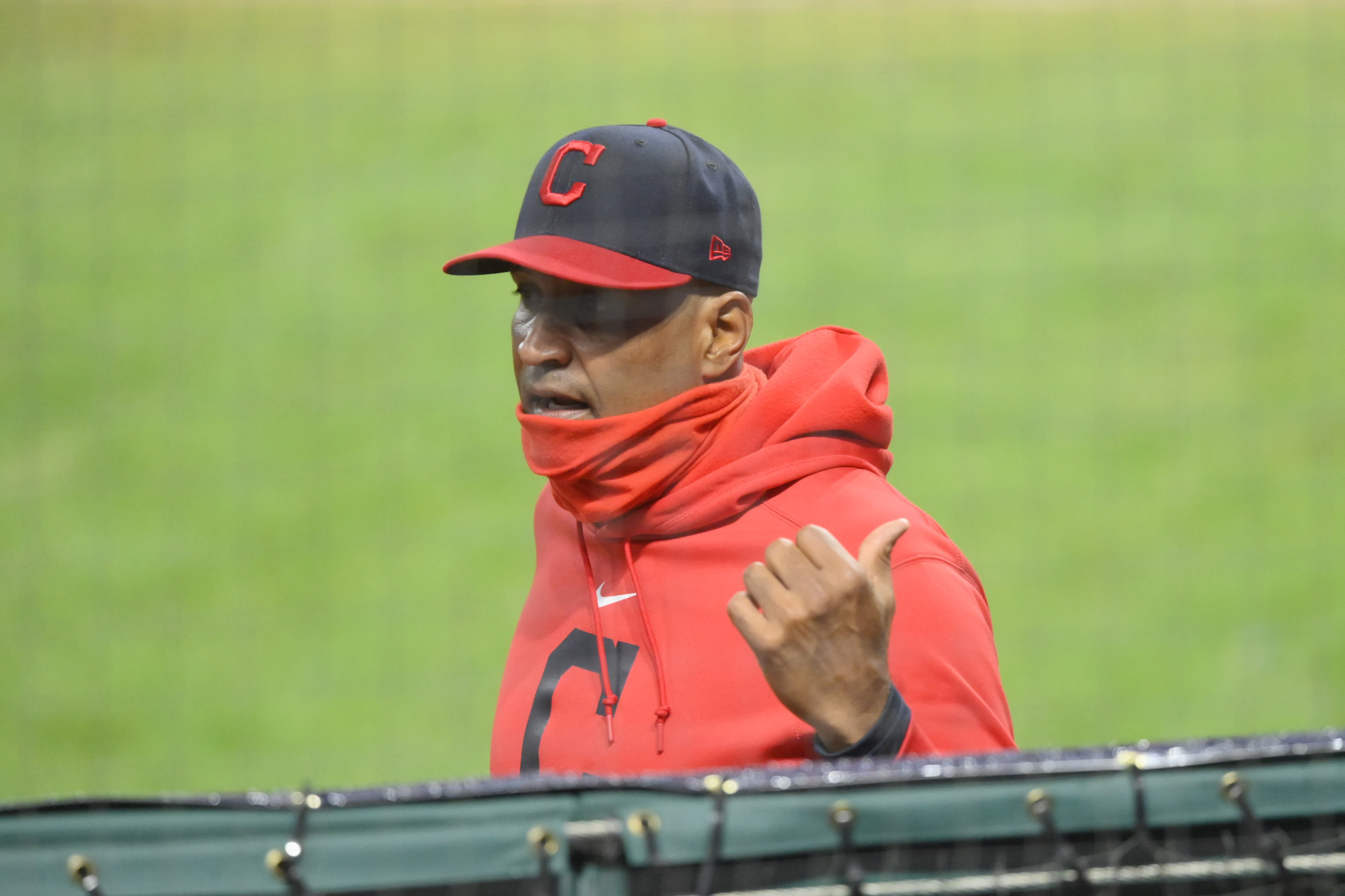 WATCH: Catching drill with Cleveland Indians' Sandy Alomar Jr. - Controlling the Quadrant: Manipulate the Glove