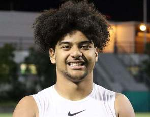 Top 2021 football recruit J.T. Tuimoloau picks up basketball offer from Oregon