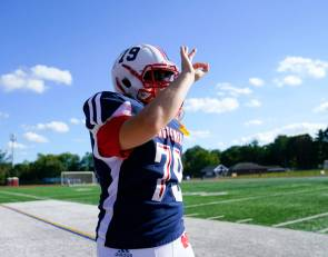 'Just keep going:' Legally blind Mendham lineman hopes to win 'Heart of a Giant' award for teammates